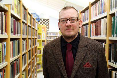 Heikki Lahnaoja esittelee keskiviikkona taidelainaamoa Ifla-kirjastokonfrenssissa Puolassa