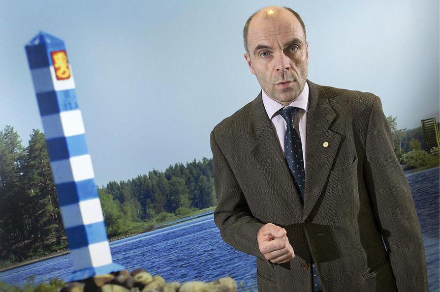 Viranomaisten toimivaltuudet eivät ole riittävän selviä uusien uhkien torjunnassa, arvioi Rajavartiolaitoksen esikunnan oikeudellisen yksikön päällikkö, hallitusneuvos Ari-Pekka Koivisto.