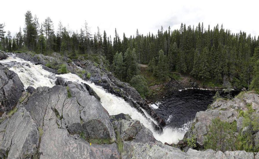 Puolangan Hepoköngäs on yksi Suomen korkeimmista luonnonvaraisista vesiputouksista. Sen putouskorkeus on 24 metriä.