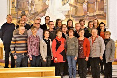Esko Ahonen johtaa Pudasjärven kirkkovaltuustoa – yksimieliset henkilövalinnat neuvostoon