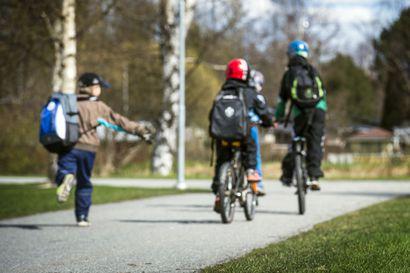 Oulun poliisi partioi koulujen lähettyvillä ja valtateillä – huomautuksia ja maksuja rapsahti lähes 200 autoilijalle