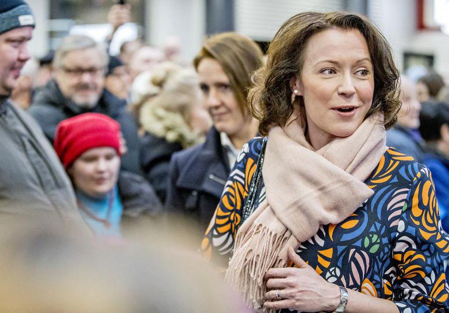 Jenni Haukio nähdään Linnan juhlissa koivusta valmistetussa iltapuvussa.