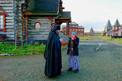 Kirja-arvostelu: Petsamon luostari oli Suomelle kuin hankala appi