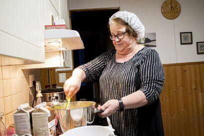 Keittiön kuningatar loihti joulun 36 vuotta – seurakunnan emäntä valmisti 10 jouluateriaa joka syksy