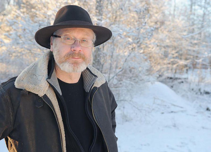 Musiikkimajuri evp. Raine Ampuja on perehtynyt suomalaisen sotilasmusiikin historiaan laajasti. Hänen viimeisin tutkimusprojektinsa on marraskuussa ilmestyvä kirja.