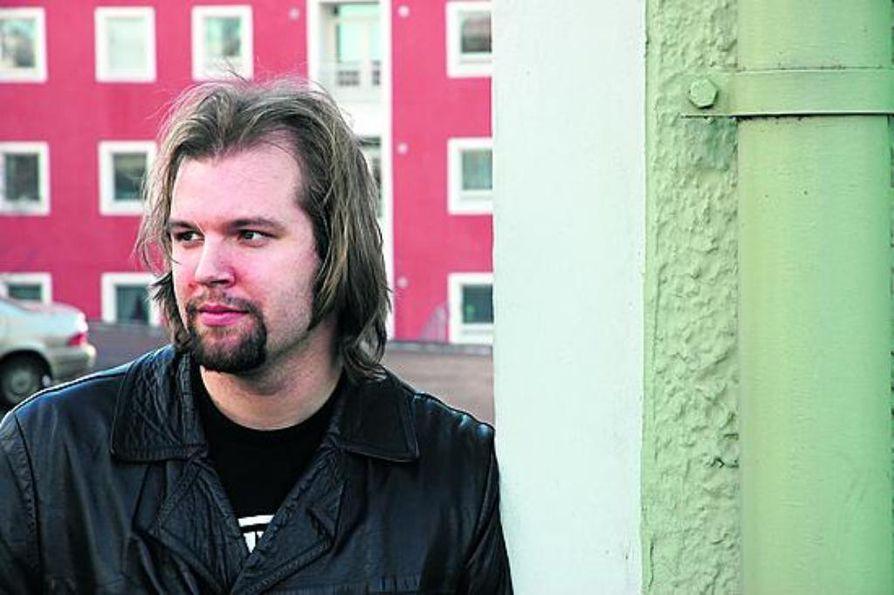 """""""Desperado -kauden ryyppyreissut ja traagiset naisjutut olivat todella ajankohtaisia juttuja silloin kun levymme laulut kirjoitin, mutta nyt olen oppinut jo nauramaan niille"""", Tuiran Miliisi -yhtyeen laulaja Erkki Seppänen tunnustaa."""