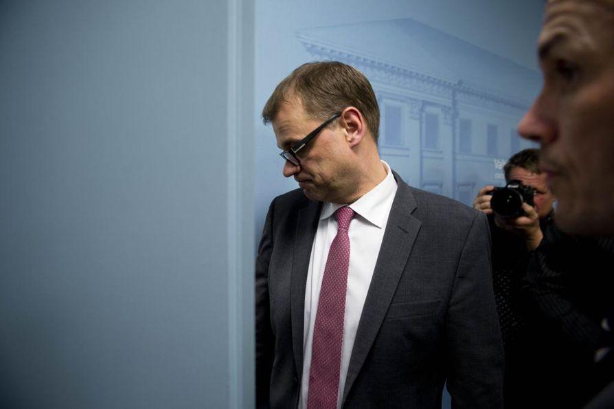 Pääministeri Juha Sipilä luopui omistuksistaan huonoon aikaan.