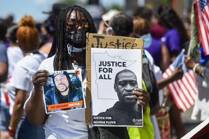 Reuters: Yhdysvalloissa tutkitaan kahta tapausta, joissa poliisit painoivat pidätettyjä kaulasta polvella maahan