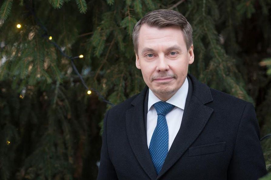 Oulusta lähtöisin oleva lapsiasiavaltuutettu Tuomas Kurttila sai tunnustuksen äänenkäytöstään. Arkistokuva.