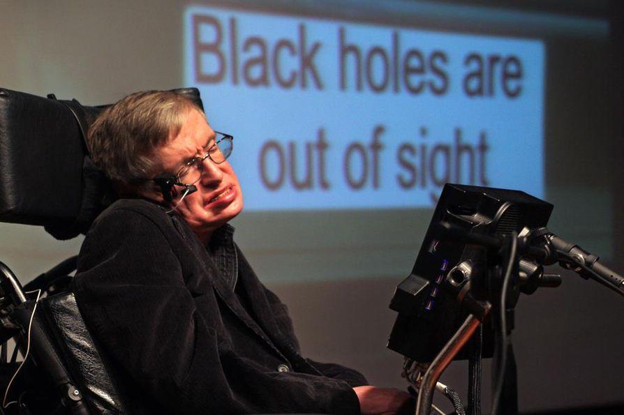 Stephen Hawking, nerokas tiedemies ja ylittämätön tieteen popularisoija luennoimassa Jerusalemissa joulukuussa 2006.