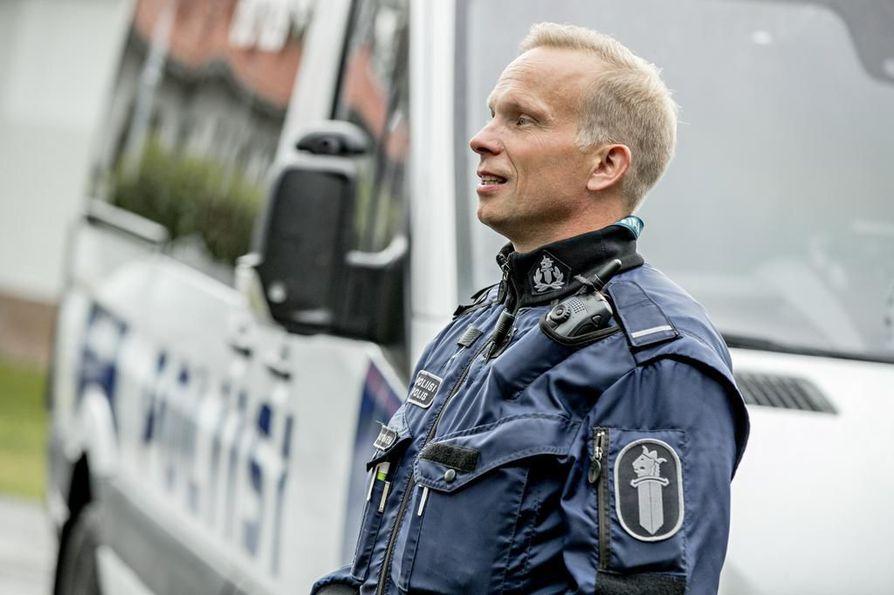 Oulun poliisilaitoksen työsuojeluvaltuutettu Tero Väyrynen toivoo poliisin rahoituksesta päättävien heräävän ongelmien korjaamiseen ennen kuin tilanne pahenee.