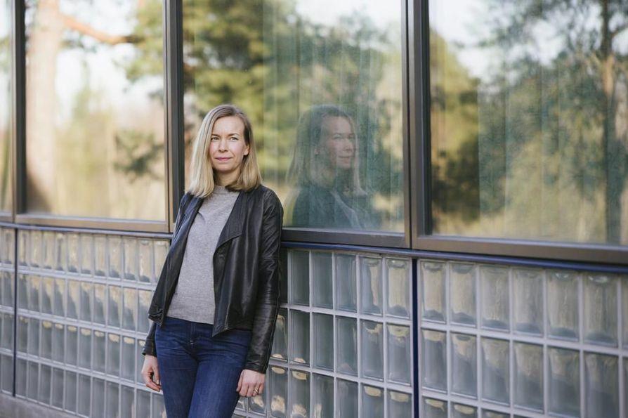 Takuusäätiön ja Marttaliiton yhteisen Rahat riittää -hankkeen palvelumuotoilija Sanna Apajalahti kannustaa ajattelemaan säästämistä pienesti ja tekemään realistisia tavoitteita itselleen.