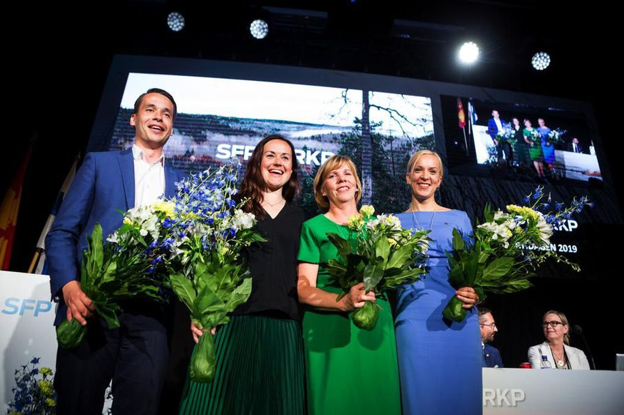 Vasemmalta Henrik Wickström, Silja Borgarsdottir Sandelin, Anna-Maja Henriksson ja Sandra Bergqvist muodostavat rkp:n uuden puheenjohtajiston.