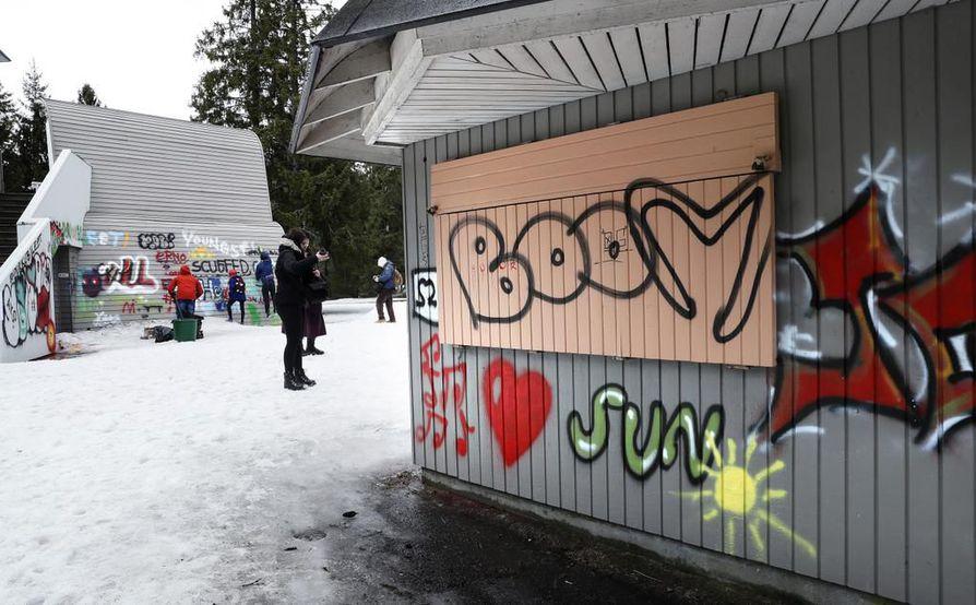 Taike ja Oulun kaupunki järjestuvät keväällä norille suunnatun ilmaistapahtuman, jossa Hupisaarten purkutuomion saaneen kesäteatterin ulkoseinät koristeltiin. Arkistokuva.
