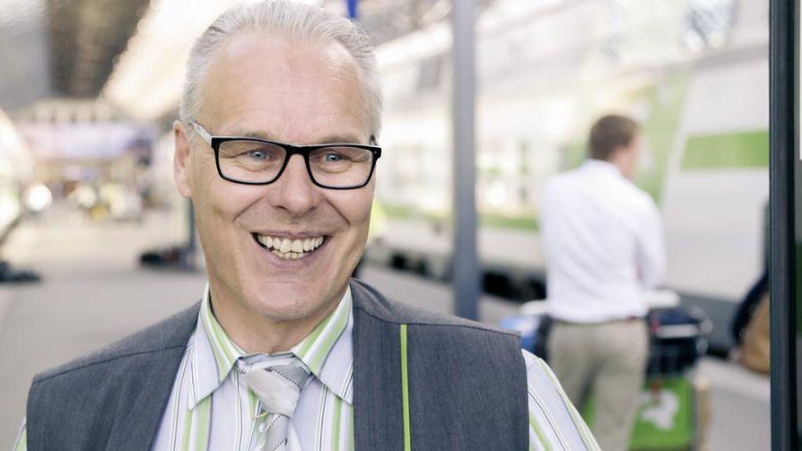 Oululainen Reijo ratkoo ongelmia Helsingin-junassa. Hän on kokenut konduktööri. Myös hänen isänsä oli ja poikansa on konduktööri.