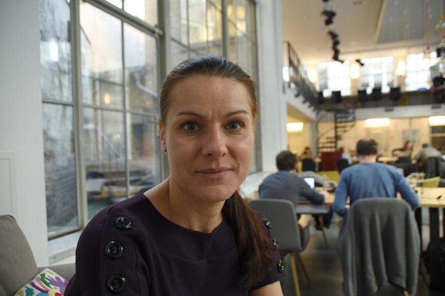 Analyytikko Katerina Prochazkovan työpaikka on tšekkiläinen ajatushautomo Sinopsis, joka tutkii Kiinaa ja tuottaa raportteja päättäjien tarpeisiin.