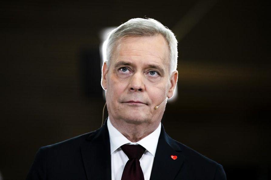 Pääministeri Antti Rinteen (sd.) hallitus lisää menoja.