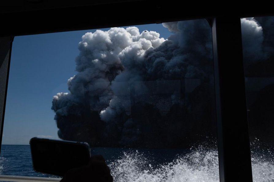 White Islandin tulivuori purkautui rajusti maanantaina iltapäivällä paikallista aikaa.