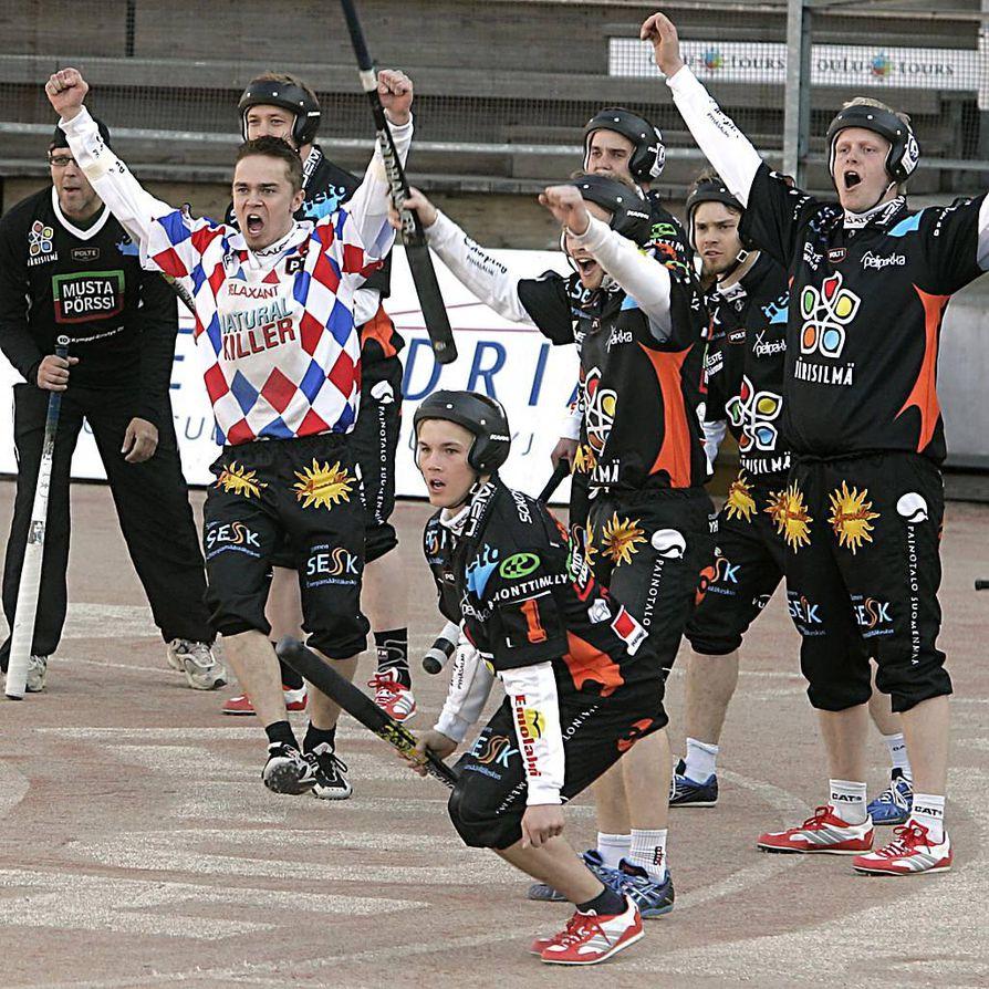 Oulun Polte tuuletti viime kaudella miesten ykkössarjassa. Nyt seura siirtää sarjapaikkansa supersarjapaikastaan luopuneelle Oulun Lipolle.