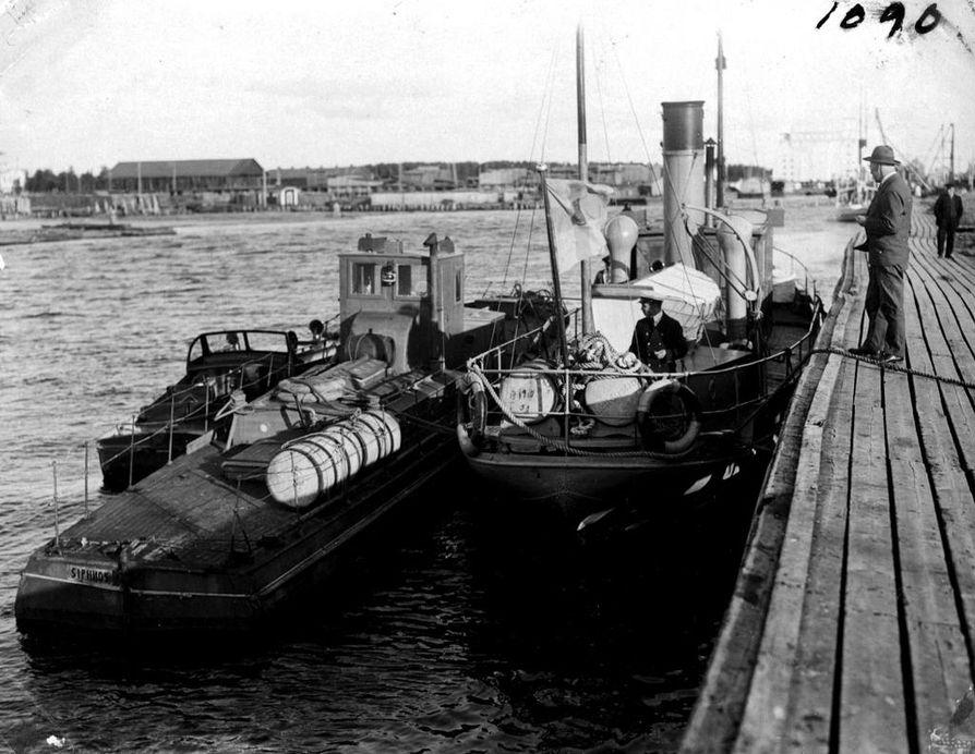 Merivartiolaitos sai pidätettyä pirtulastissa olleen Siphnos-nimisen moottoriveneen syyskuun lopussa 1931 Oulun edustalta. Vene tuotiin tyhjennettäväksi Toppilan satamaan.