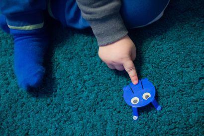 Koronaviruksen vaikutus lasten tapaamisiin – Valmiuslaki mahdollistaa selkeästi lasten ja vanhempien tapaamiset