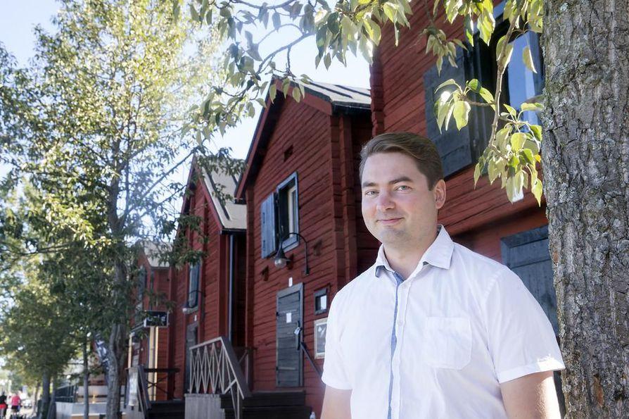 Kaksi kautta eduskunnassa ollut ouluainen Ville Vähämäki on ehdolla myös tämän kevään vaaleissa.