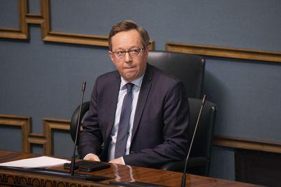 """Mika Lintilä: Kulmunin ero oli täysi yllätys, puolue kuuli vasta juuri ennen ilmoitusta – """"Tilanne eskaloitui ja kriisiytyi äkkiä"""""""