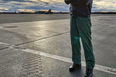 Puolustusvoimain komentajan tehtävästä vastikään eläköitynyt Jarmo Lindberg nimitettiin heti teknologiafirman hallitukseen – ministeriö näytti vihreää valoa