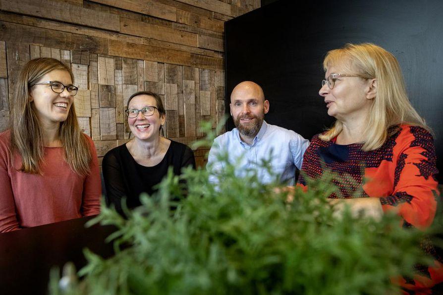Ecosos-tutkijat Tuuli Hirvilammi (vas.), Kati Närhi, Ingo Stamm ja Aila-Leena Matthies kertoivat tiistaina Kokkolassa nelivuotisesta tutkimushankkeestaan.