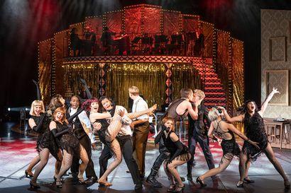 Arvio: Cabaret on tarinan, tanssin ja musiikin juhlaa