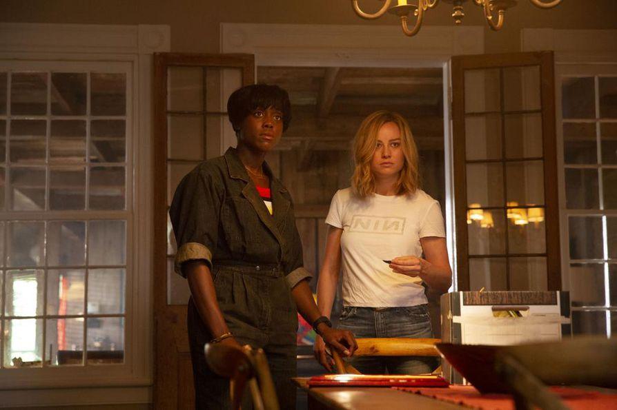 Lashana Lynch (vasemmalla) esiintyi aiemmin tänä vuonna Captain Marvel -elokuvassa. Oikealla elokuvan nimiroolin esittäjä Brie Larson.