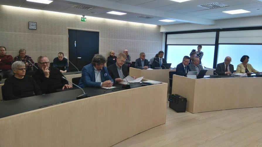 Ylivieska-Raahen käräjäoikeus käsittelee Pyhäjärven kunnanjohtajana toimineen Tita Rinnevaaran erottamista.