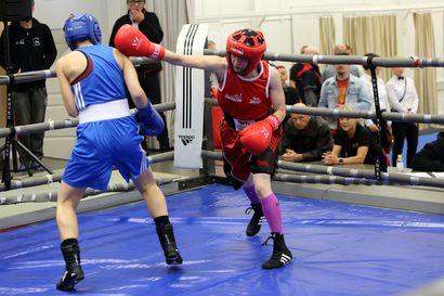 Urheilutärpit: Perjantaina taistellaan puolivälieräpaikasta jäähallilla, lauantaina isketään hanskat kädessä Raahelassa