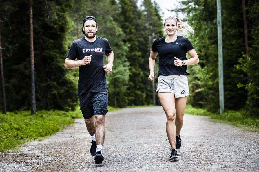 Hölkkä on sopiva keino alku- ja loppulämmittelyyn, sanovat Ville Liikala ja Reeta-Mari Loukusa.