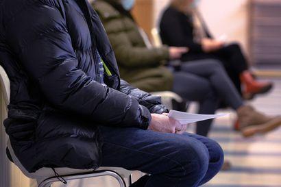 EU:n ajamalla koronapassilla on Suomessa vankka kannatus, mutta hallitus on harannut vastaan. Onko passi jo liian myöhässä?