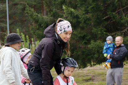 Tour de Kids liikutti Murrossa –pyöräilytapahtumaan osallistuminen on Kallelle ja Susannelle jo perinne