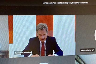 """Niinistö päätoimittajille: Toivoisin jääkiekkoväeltä omaa ajatusta Valko-Venäjälle menosta – """"Eli ellei tule parannusta, emme tule"""""""