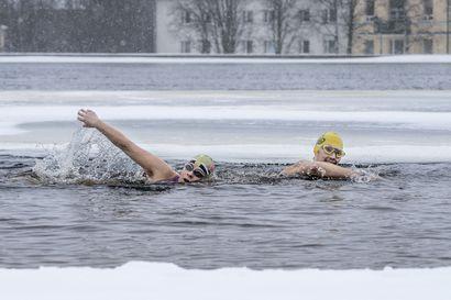 """Kaksi oululaista talviuimaria lähtee MM-kisoihin Sloveniaan: """"Pitkällä matkalla lihakset kramppaavat ja hampaita vihloo"""""""