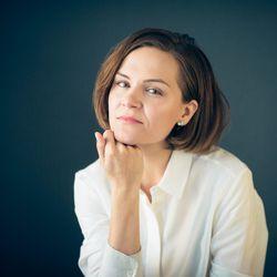 """Ronja Salmi, mitä mietit Rukalla? Kirjailija-juontaja kirjoittaa Rukalla romaania ja ihastelee nuoskalunta: """"Siinä sana, jonka olin ehtinyt unohtaa"""""""