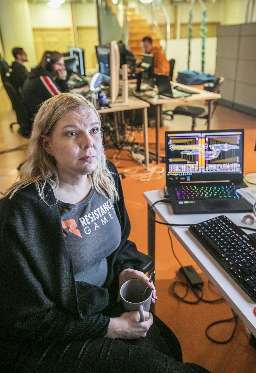 Resistance Gamesin toimitusjohtaja Anna Salomaa on koulutukseltaan opettaja. Hänen mukaansa peliala muuttuu nopeasti ja naisia tulee alalle yhä enemmän.