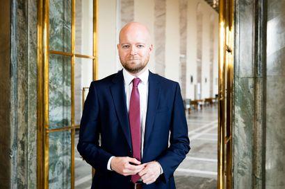 Vasemmistoliiton ministerin lapsuudenkodin jääkaapin ovessa oli kokoomuksen ruiskukka – vantaalaisesta Jussi Saramosta opetusministeri vuoden lopulla