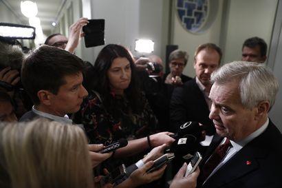 Rinne vakuuttaa tukeaan Paaterolle - Postin liikkeenluovutuksessa pääministeri vetoaa asiakirjoihin, joista löytyy vain päivämäärä 1. marraskuuta