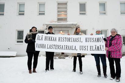 """Kaupunginhallitukselle esitetään Porkkatörmän näyttelytilarakennuksen purkamista. Helena Palosaari: """"Talon ainutlaatuista tarinaa eivät edes kuusamolaiset tunne."""""""