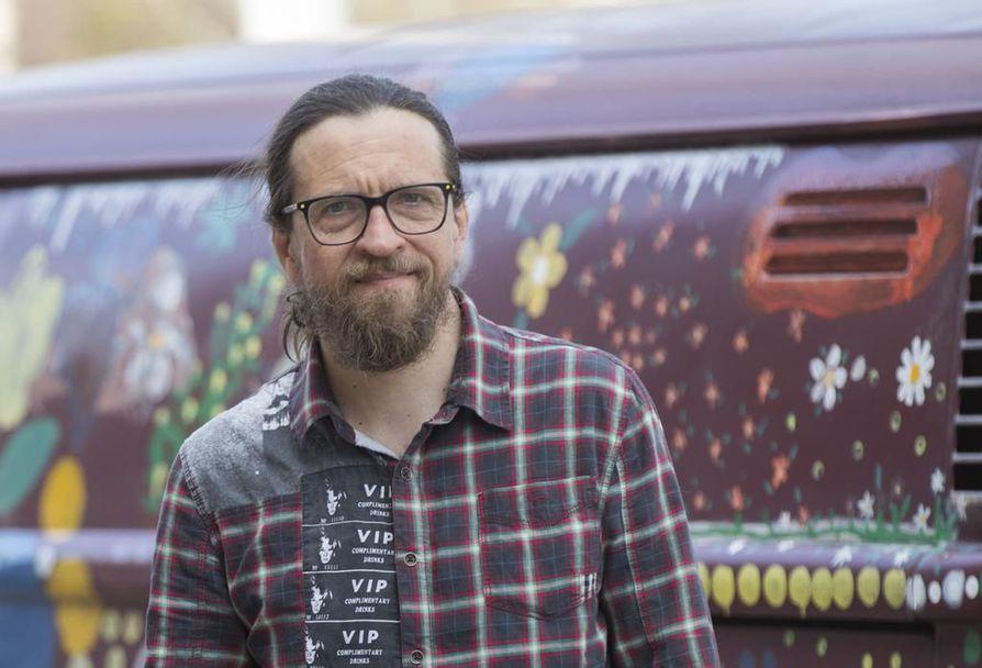 Taiteilija-tutkija Kai Latvalehto sai Suomen kulttuurirahaston Pohjois-Pohjanmaan rahastolta 40 000 euroa ruotsinsuomalaisen kulttuurilähetystötoiminnan käynnistämiseen.