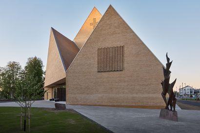 Ylivieskan uusi kirkko kisaa arkkitehtuurin Finlandia -palkinnosta – Kaksi muuta ehdokasta ovat Helsingin kaupunkiympäristötalo ja Kirkkonummen pääkirjasto