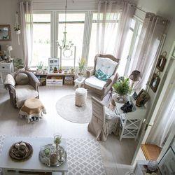 Ripaus maalaisromanttisuutta ja runsasta bohoa –  katso kuvia rennon tyylikkäästä kodista Kiimingissä