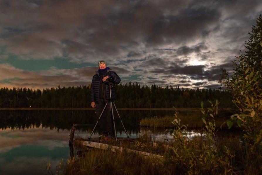Jouni Jussilan vaikuttavin revontulimuisto on lokakuulta 2001. Hän seisoi oululaisen lammen rannassa ja taivas helotti kauttaaltaan tulipunaisena.