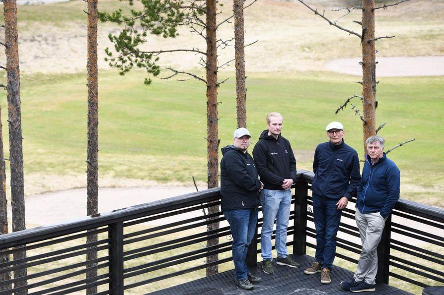 Mika Määttä (vas.), Sami Palosaari, Alpo Leinonen ja Hannu Virranniemi katsovat luottavaisena tulevaisuuteen.