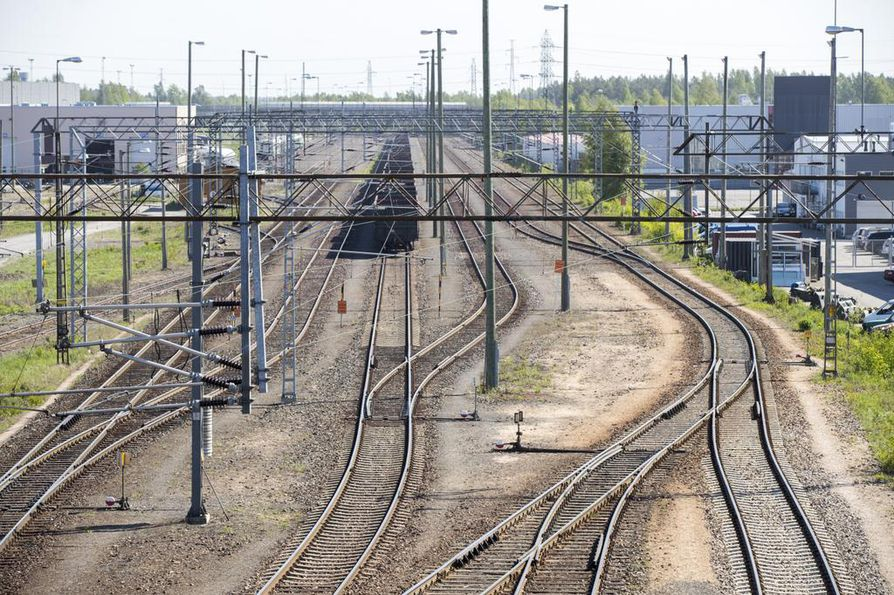 Oulun ratapihan peruskorjaukseen ehdotetaan määrärahaa.