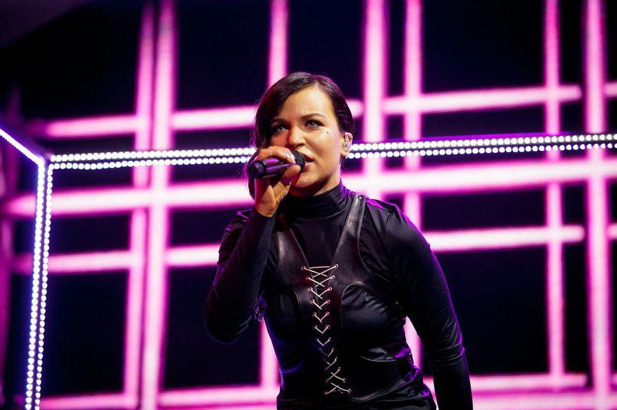 Oululainen Julia Rautio on yksi kolmesta finalistista.